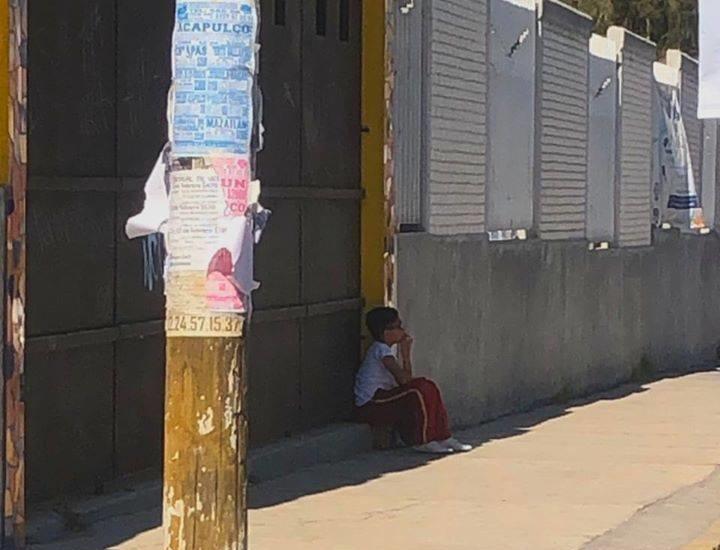 Tras caso Fátima, alertan por niño afuera de centro escolar en Puebla