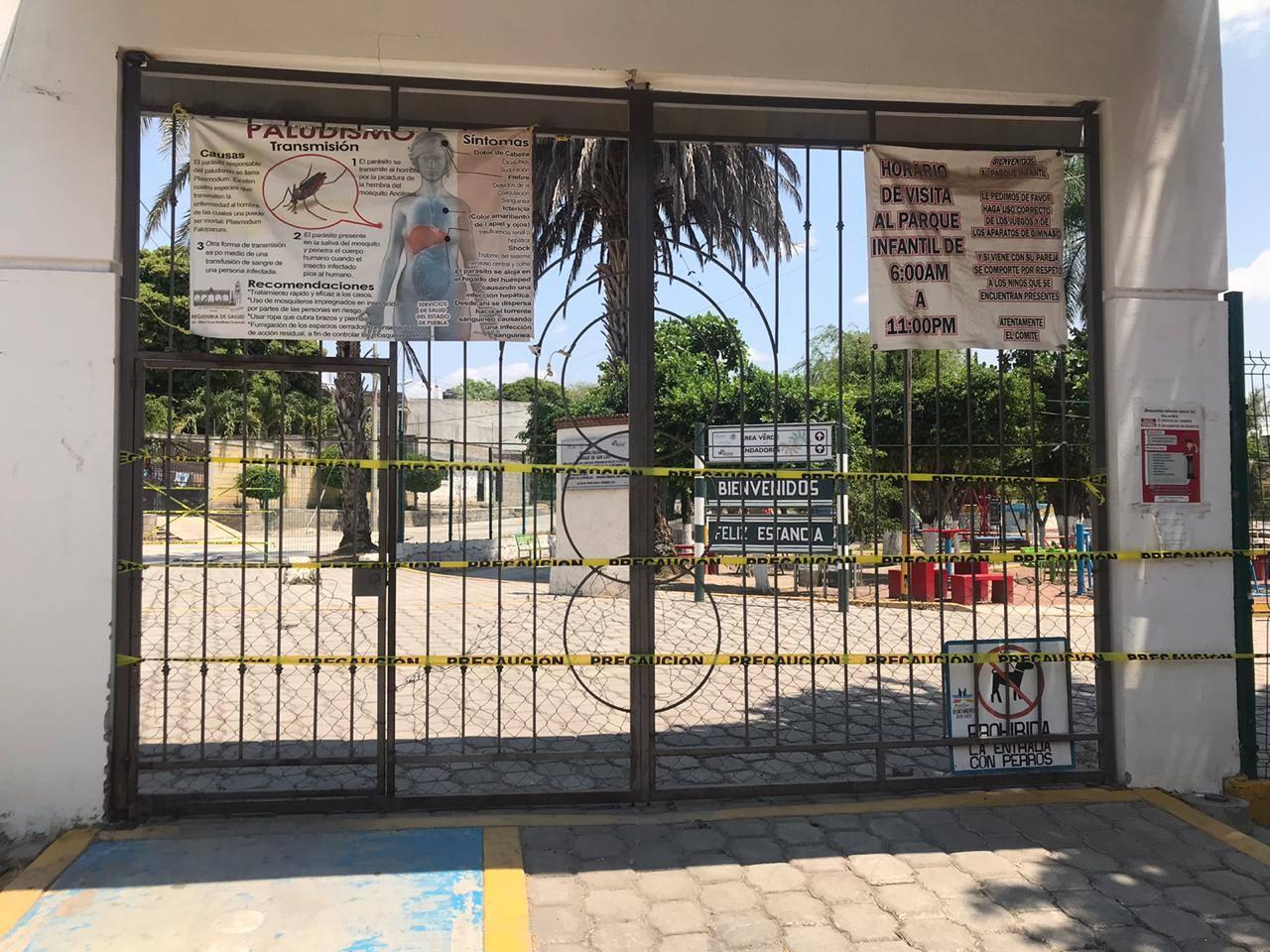 Por contingencia de COVID19 cierran zócalo de Acatlán de Osorio