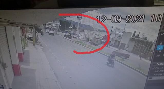 VIDEO Solito se estrella en bulevar de Tecamachalco