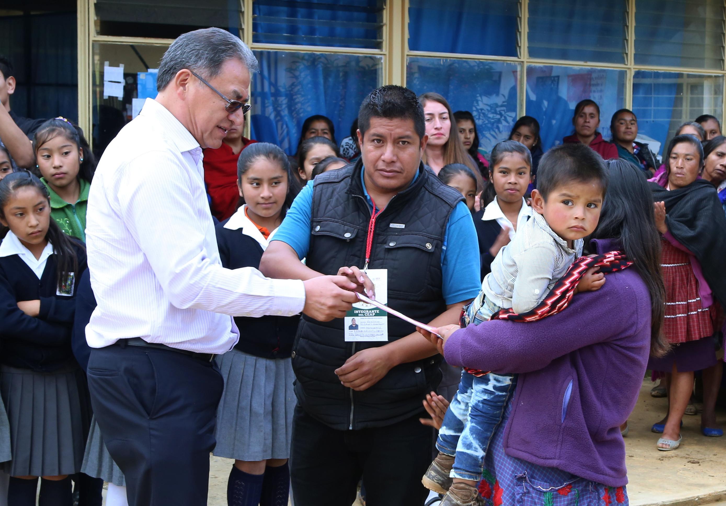 En Ajalpan SEP entrega apoyos del programa la Escuela es Nuestra