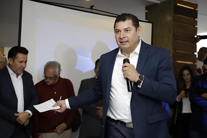 Armenta quiere echar abajo candidatura de Barbosa