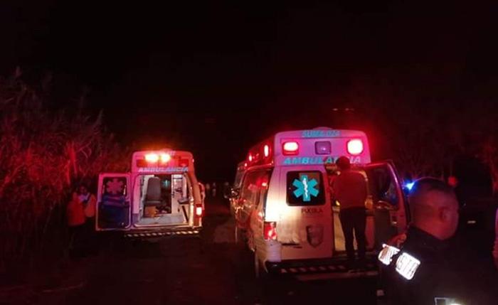 Chocan en La recta de la muerte en Ajalpan: hay 1 muerto y 10 heridos