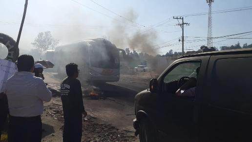 Aprovechan bloqueo para asaltar automovilistas