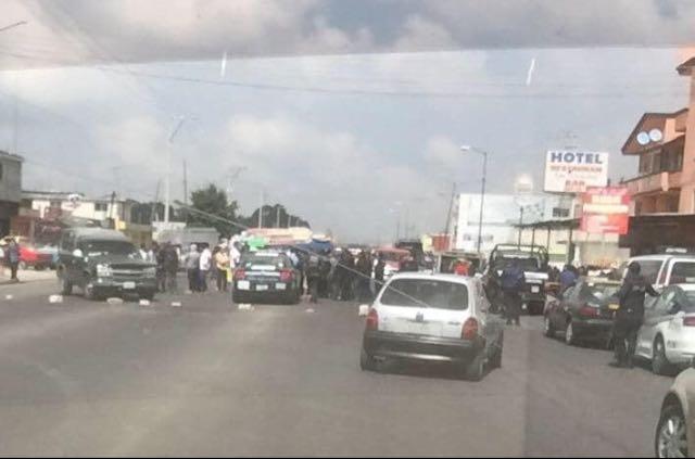 Matan a conductor en Amozoc y familiares cierran vialidad