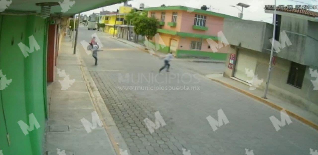 VIDEO Alertan en Tehuacán sobre asaltos por sujetos en motocicletas