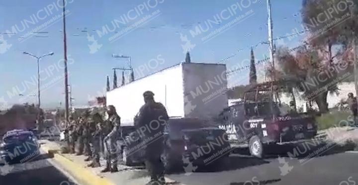 Policías y GN recuperan un tractocamión en Tecamachalco
