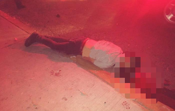 Auto embiste a moto; mata a uno y deja 2 heridos