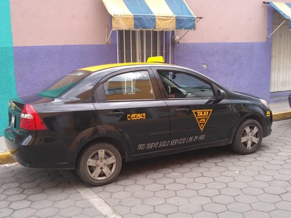 Mujeres armadas roban taxi en Flor del Bosque