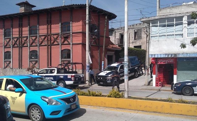 Detienen a 8 ocho en bodega de autos robados en Teziutlán