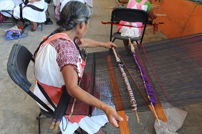 Bordados materializan tradiciones en Feria Huitzilan 2019
