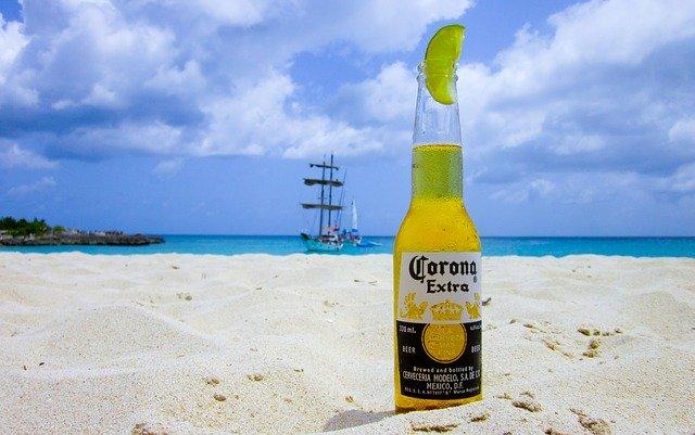 Cerveza corona pierde ventas por asociación con el Coronavirus