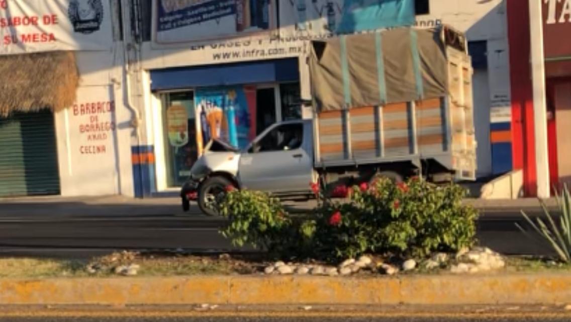 Villa Iluminada provocó daños a semáforo de corredor en Atlixco