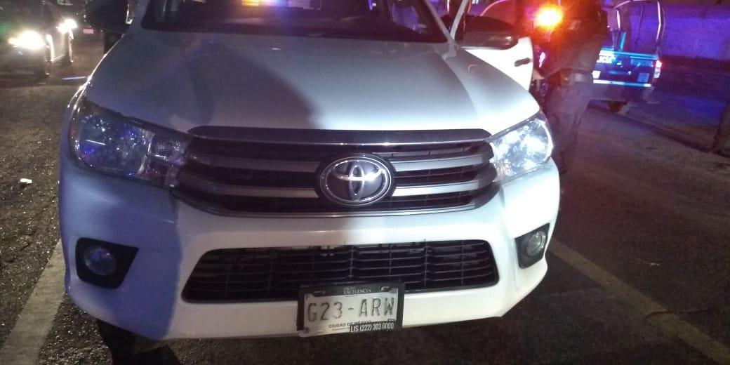 A punta de pistola le roban camioneta cargada con tela en Texmelucan
