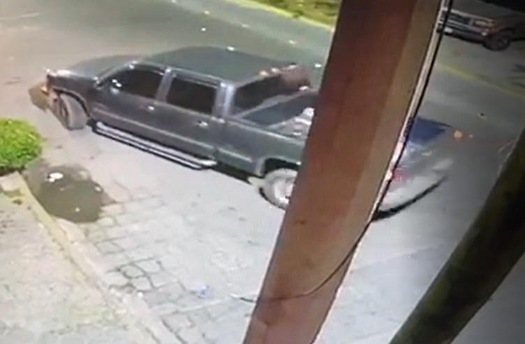 VIDEO Graban a hampones robando camioneta en Tecamachalco