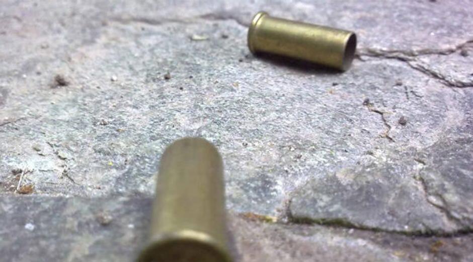 Ejecutan de más de 20 tiros a joven frente a su casa en Acatzingo