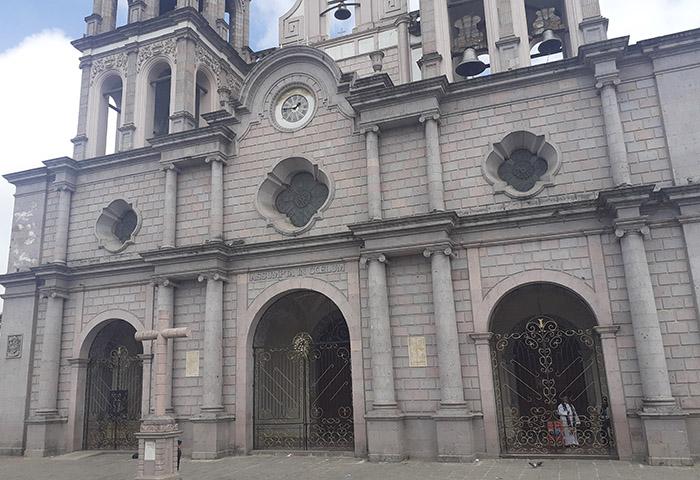 Limitan acceso a misa en catedral de Teziutlán por Covid-19