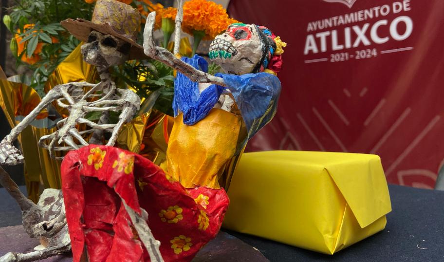 Catrinas gigantes en lugar de tapetes florales, para Atlixco en temporada de muertos