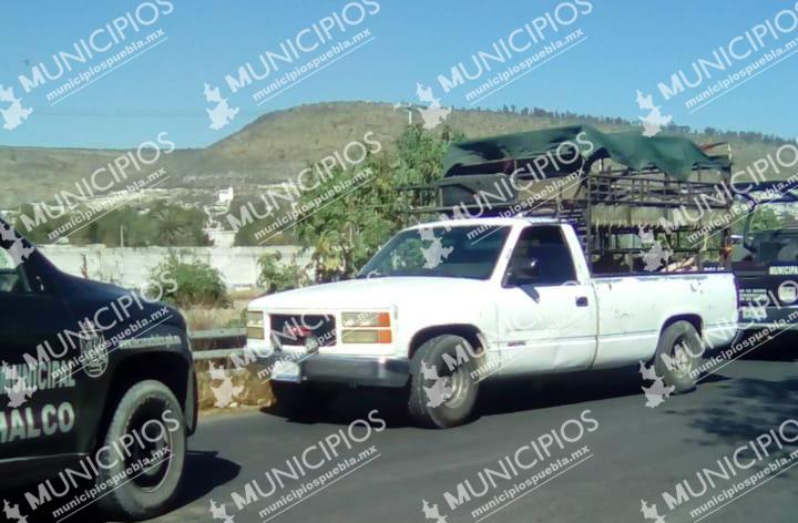 Tras persecución y balacera recuperan camioneta  con cerdos en Tecamachalco