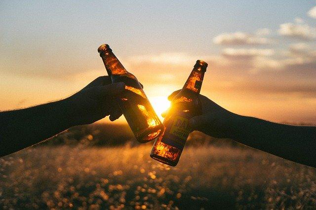 Proponen nuevo aumento al refresco y cerveza para apoyo al INSABI