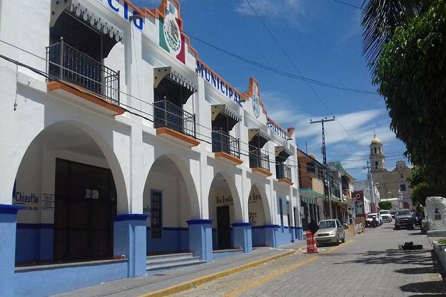 Habitantes y transportistas toman alcaldía de Chiautla de Tapia