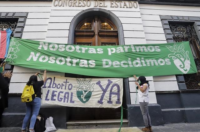 No necesito colgarme del movimiento feminista: Claudia Rivera