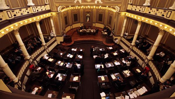 Se agandallan dirigentes de partidos plurinominales en el Congreso Local