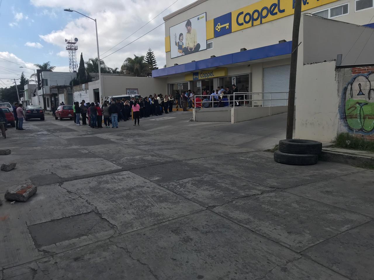 Comando asalta Coppel en Huejotzingo y se desata persecución