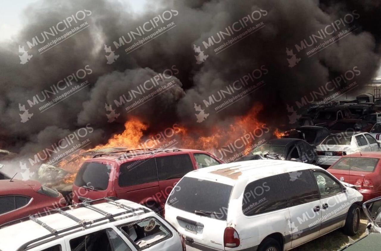Arde corralón de autos en Chachapa