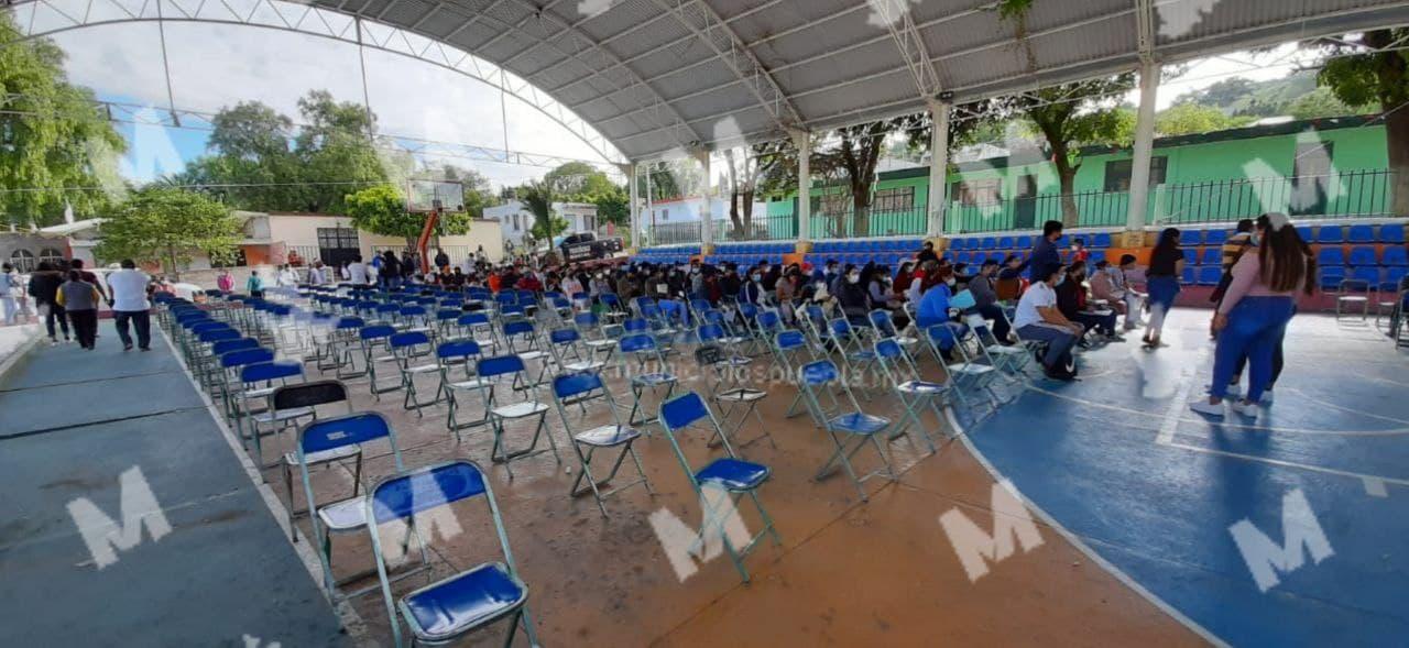 Mayores de 18 años no acuden a vacunarse contra COVID en Tecamachalco