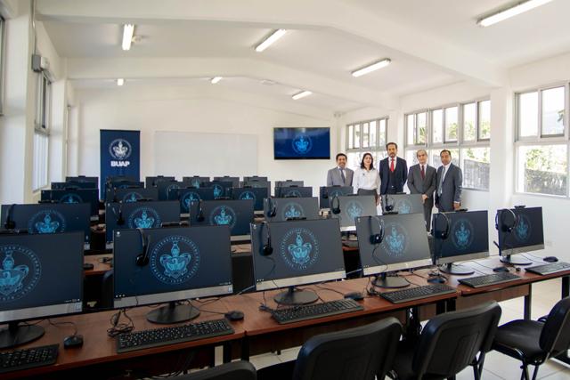 Inaugura Esparza nuevo edificio y cancha en prepa de Cuetzalan