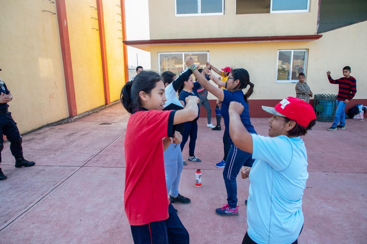 Zacatlán enseña técnicas a mujeres a para defenderse