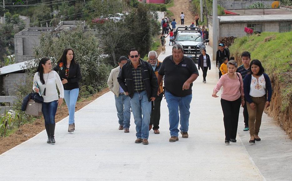 Inaugura edil de Zacapoaxtla pavimentación en Comaltepec