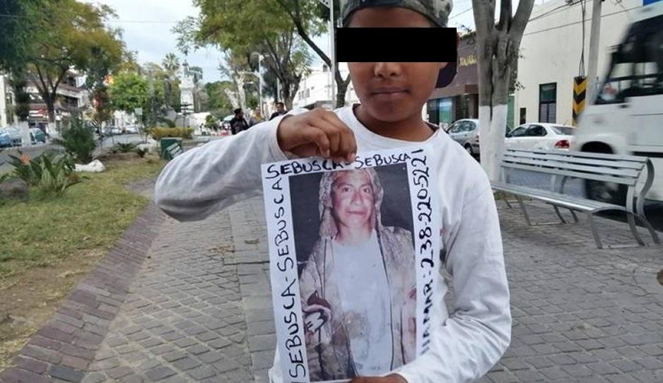 Hermanos buscan a su madre desaparecida en calles de Tehuacán