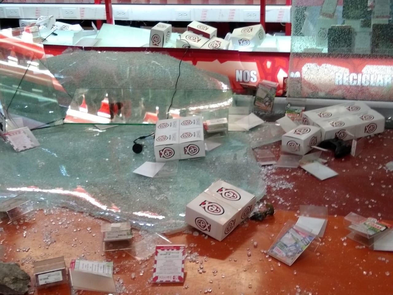 VIDEO Inician los saqueos en centros comerciales