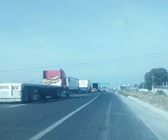 Habitantes de Amozoc cierran carretera Puebla – Tehuacán