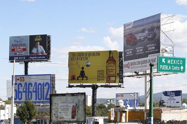 Hay 300 espectaculares irregulares en la zona metropolitana: Barbosa