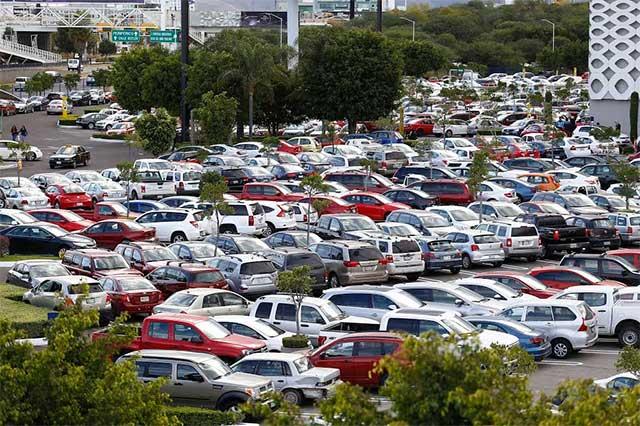 Van regidores por estacionamiento gratuito en la capital