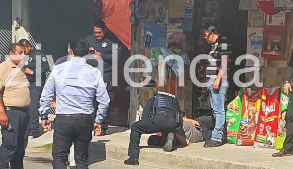 No se resistió al asalto y aun así lo balearon en miscelánea de Puebla