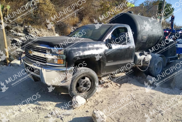 Ejército asegura pipa de gas LP y motos robadas en Tecamachalco