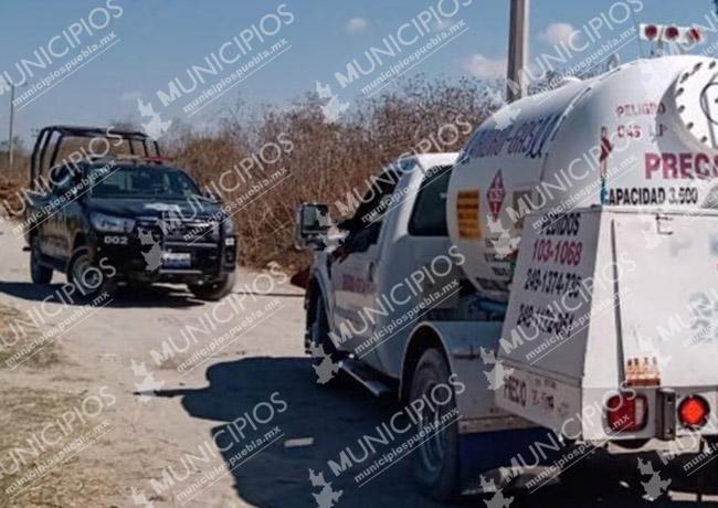 Policías recuperan una pipa de gas LP en Tecamachalco