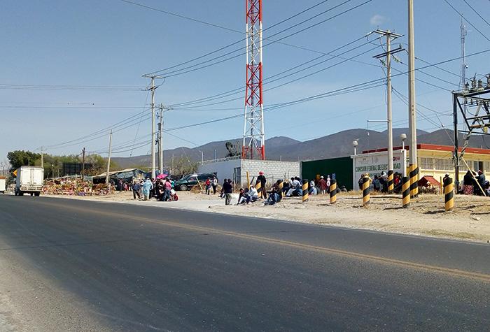 Amenazan vecinos de  Teotipilco con cerrar de accesos de Tehuacán