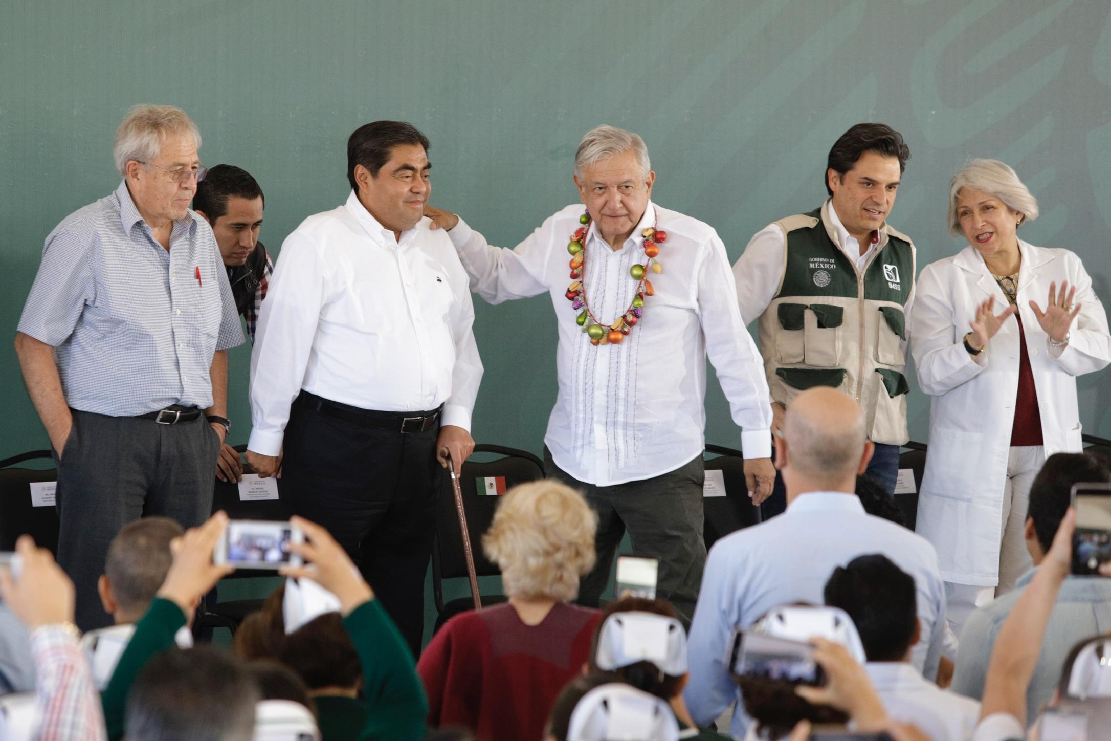 VIDEO La federación respalda a Barbosa, lo queremos mucho: AMLO