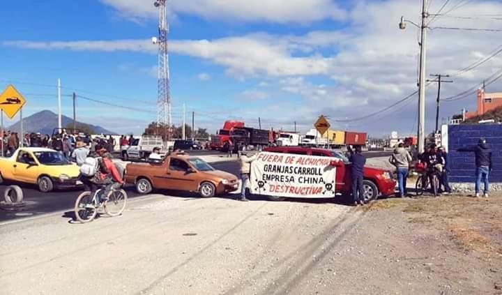 Piden se retire Granjas Carrol y bloquean federal El Seco-Perote