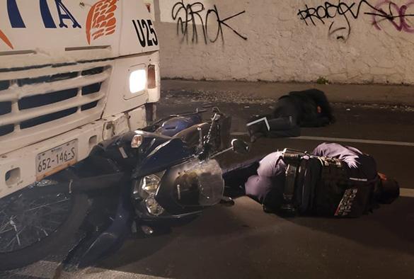 Ruta 77-A embiste a dos policías municipales en Puebla capital