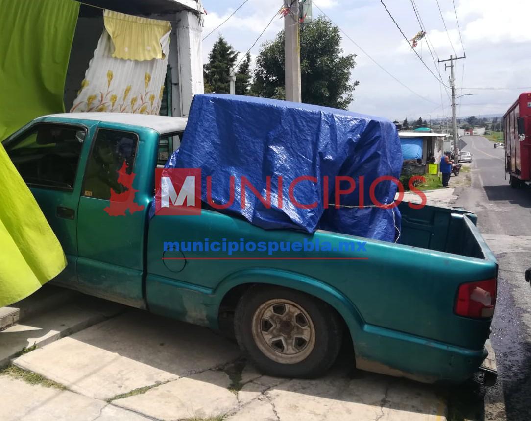 Catean viviendas en Tlalancaleca; aseguran vehículos con huachicol