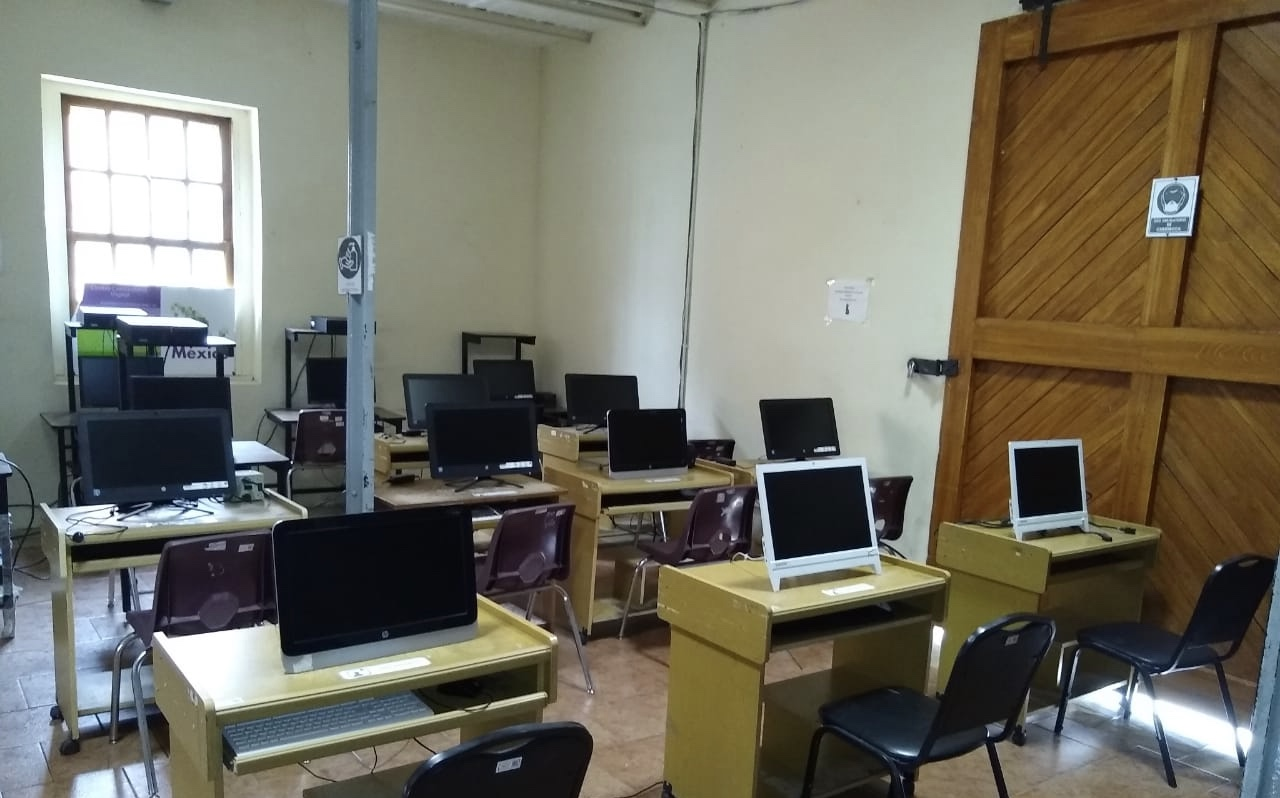 Niños sin acceso a internet toman clases en biblioteca de Atlixco