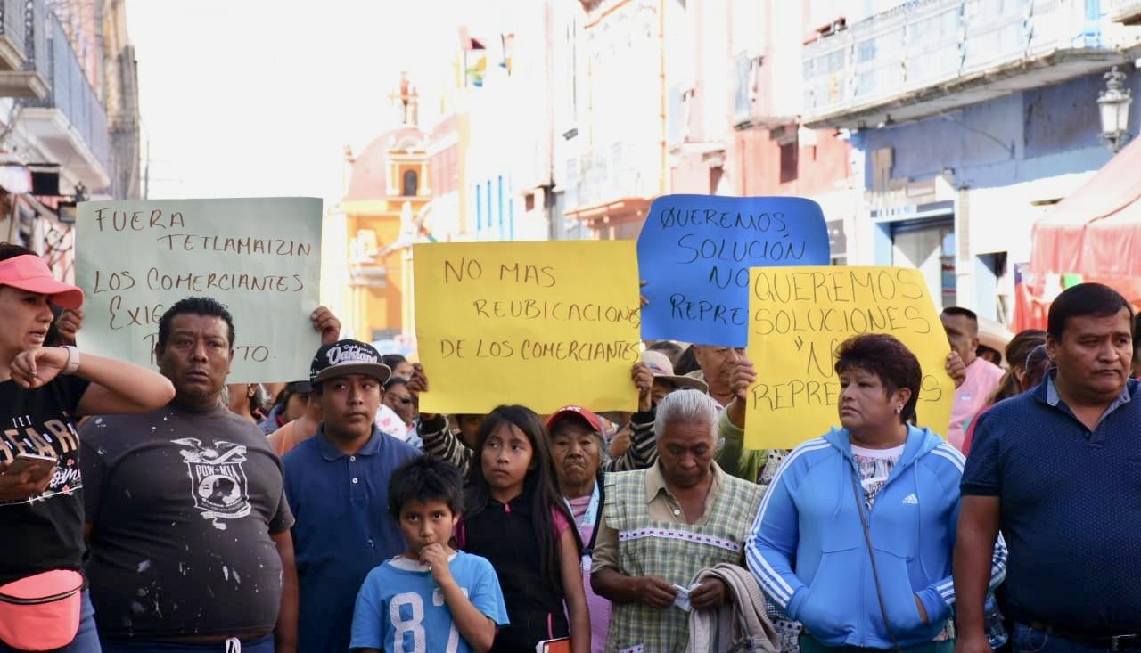 Por irregularidades protestan locatarios en mercado de Atlixco