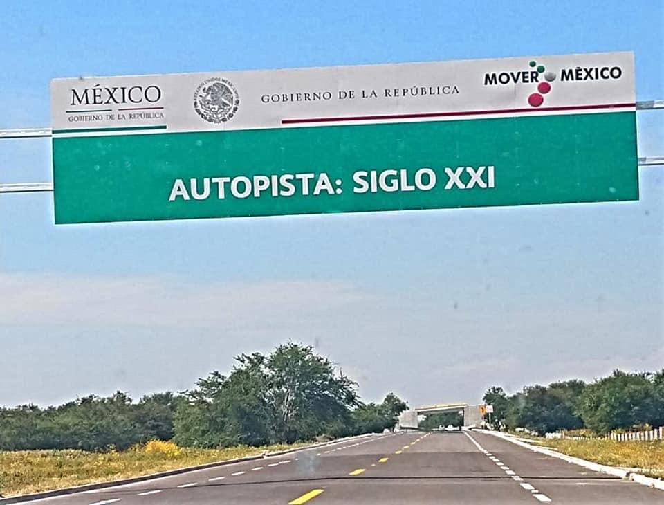 Tractocamión con peregrinos se accidenta en la autopista Siglo XXI