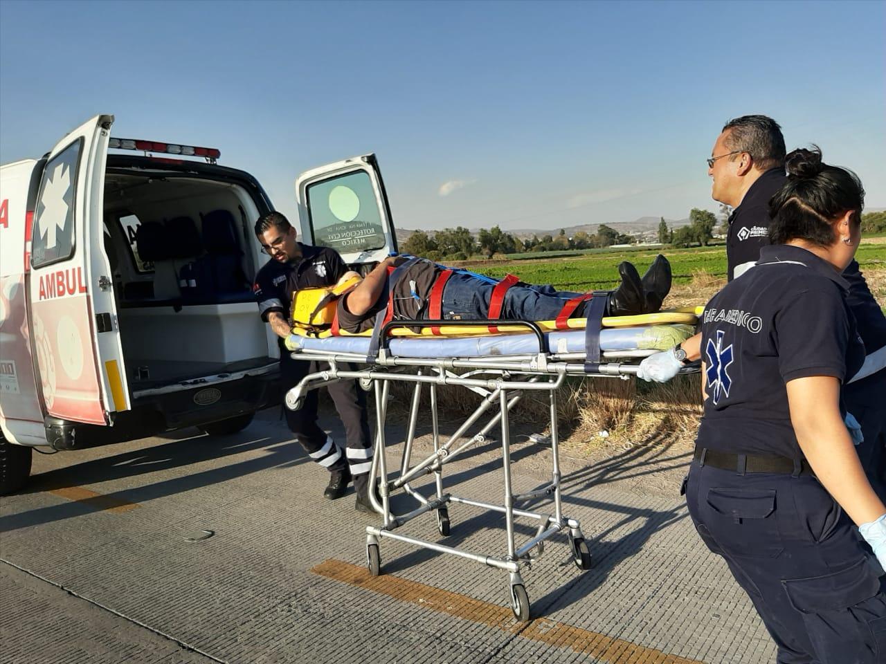 Saldo de 2 lesionados graves por volcadura en Texmelucan