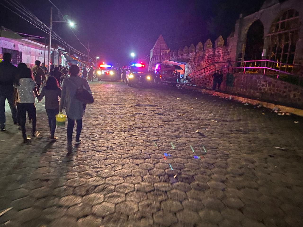 Ebrios lanzan botellas y agreden a policías tras Carnaval en Huejotzingo
